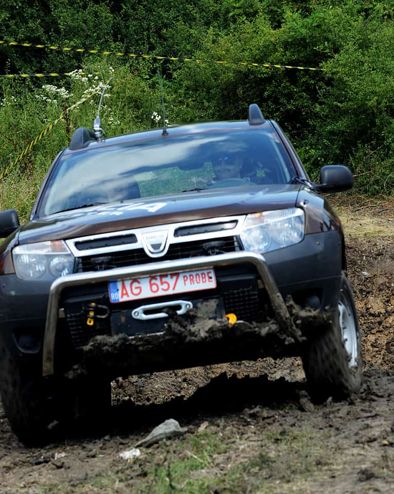 dacia duster in offroad dacia duster off road zone. Black Bedroom Furniture Sets. Home Design Ideas